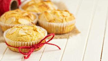 Pastinaakmuffins met amandelen en sinaasappel